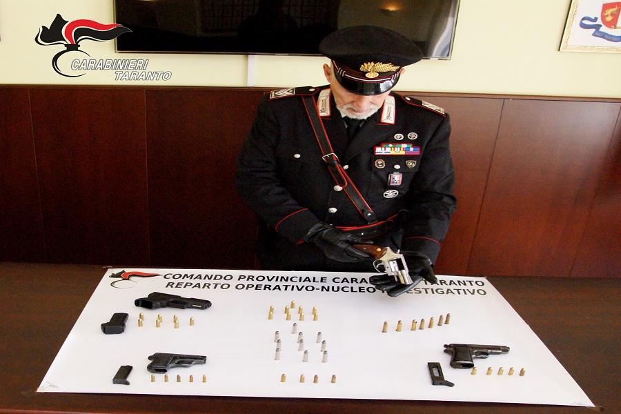 Armi clandestine e munizioni: arrestato commerciante 47 enne