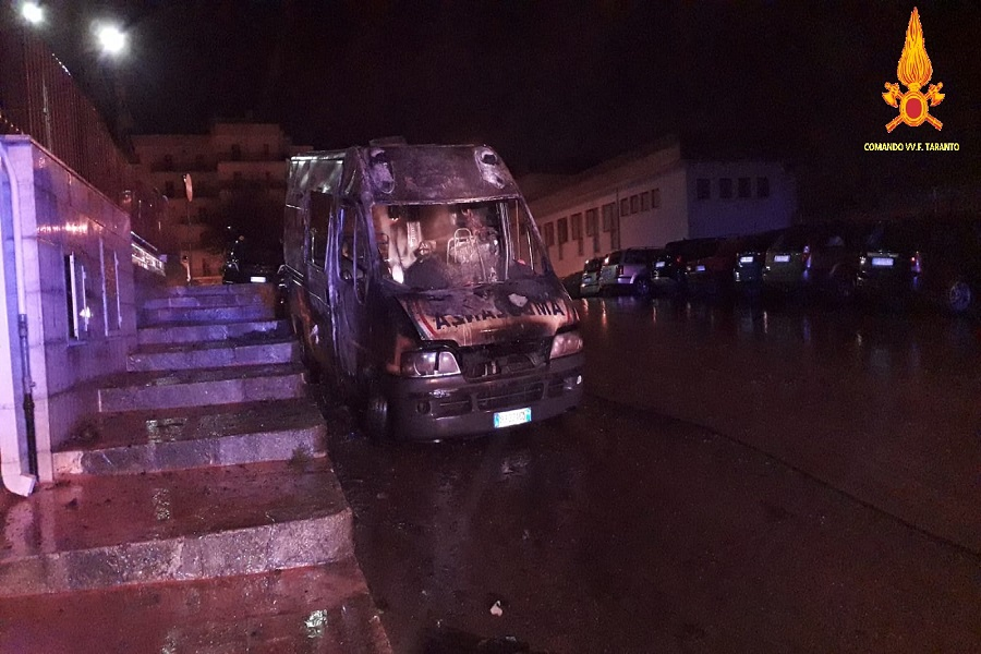 Martina Franca, incendiate due ambulanze nella notte