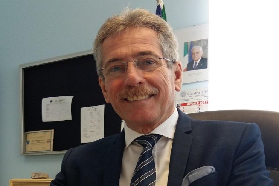"""In foto il dirigente scolastico dell'I. C. """"Vincenzo Martellotta"""", Prof. Antonio Cernò"""
