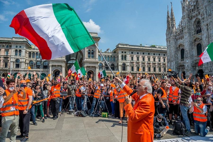 'Gilet arancioni', monta la protesta a Milano e Bologna
