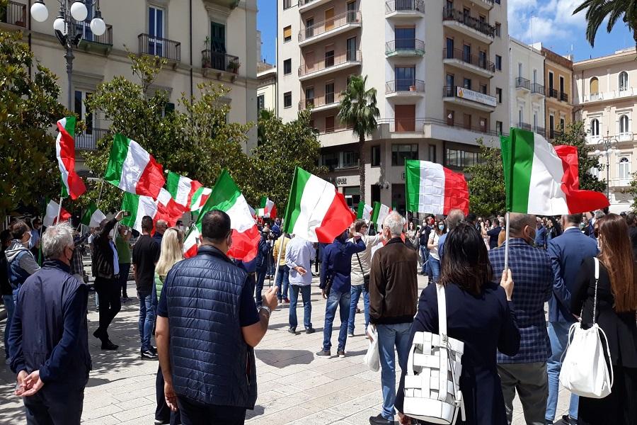 Taranto: il centrodestra scende in piazza, unito in vista delle regionali