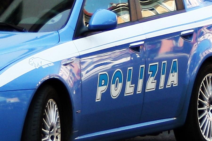 Taranto, salvano da annegamento un uomo: plauso a due poliziotti