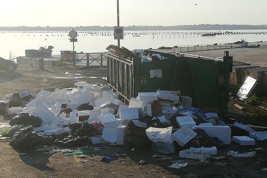 Taranto, mercato ittico: abbandono illecito di rifiuti