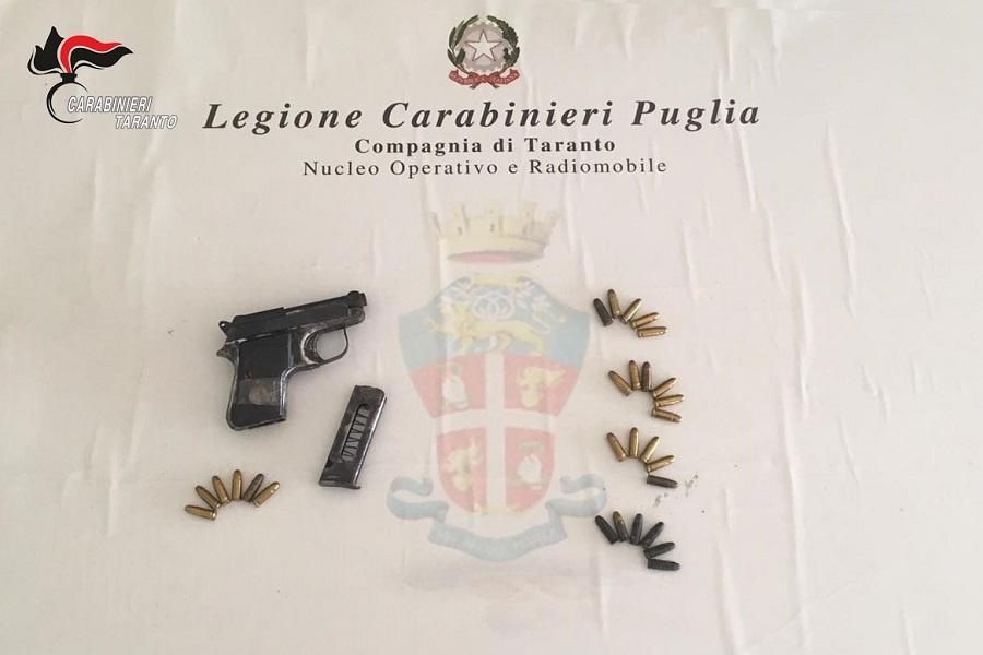 Taranto: pistola, proiettili e marijuana nel garage, arrestato