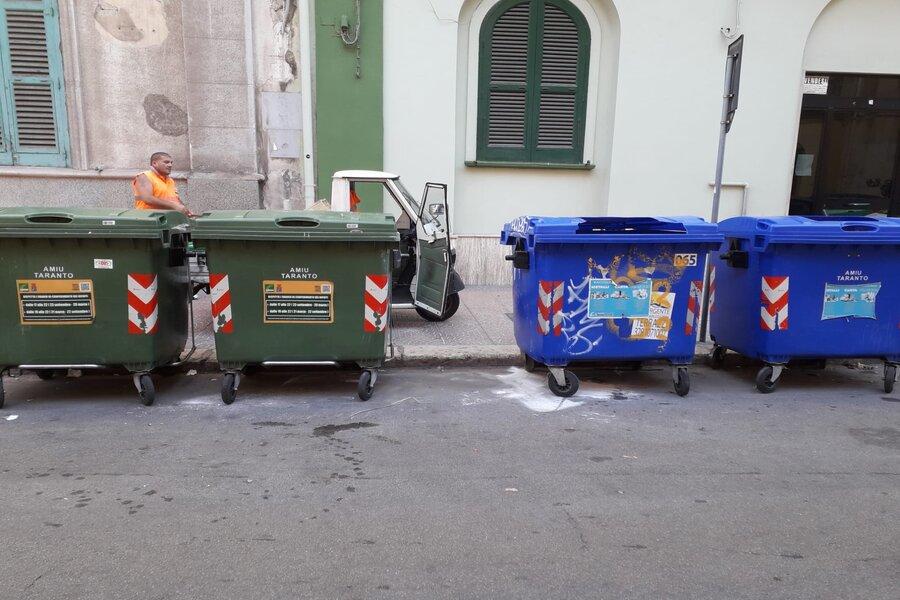 Abbandoni selvaggi di rifiuti, interventi in tutta la città