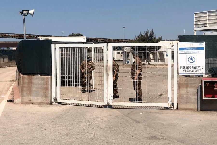 Hot Spot di Taranto, arrivano 100 migranti: arrestato un tunisino dalla Polizia