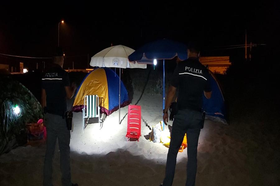 Manduria, occupazione abusiva spiagge: blitz di Polizia e Vigili