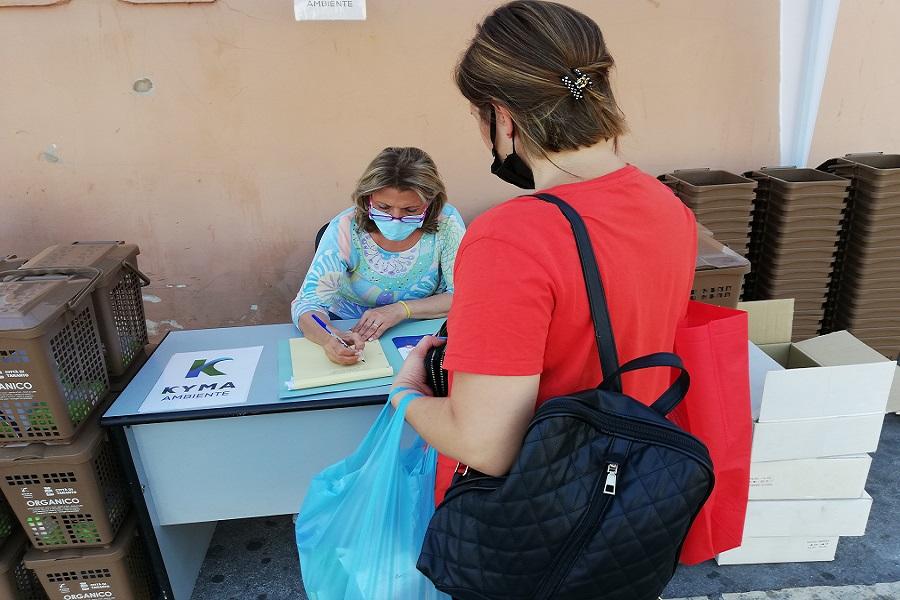 Differenziata, in Città Vecchia prosegue consegna card e buste organico