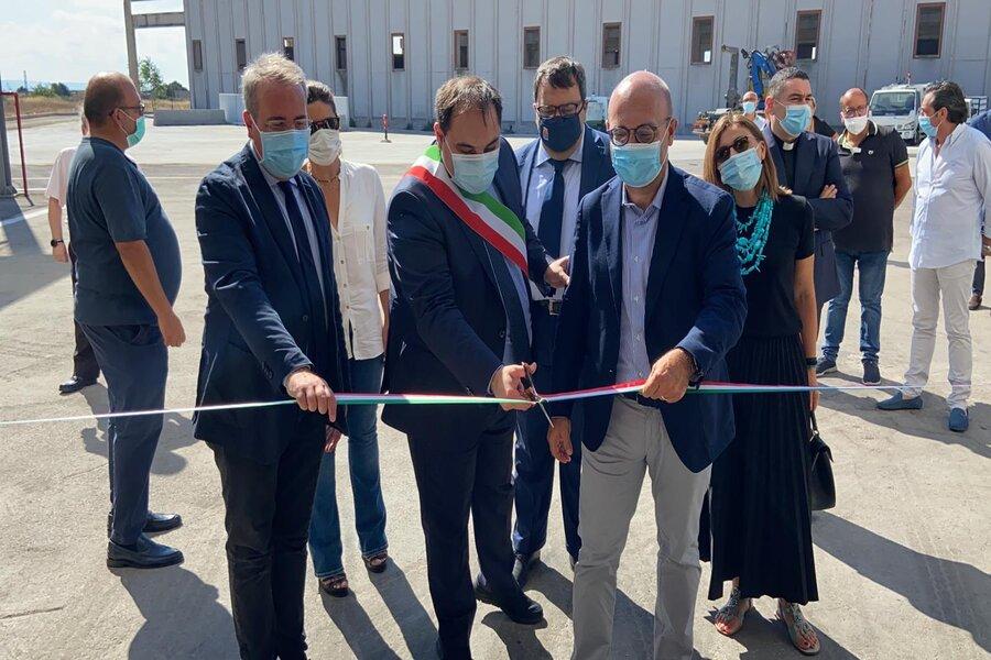 Taranto, riparte Pasquinelli: il sindaco Melucci inaugura l'impianto di selezione