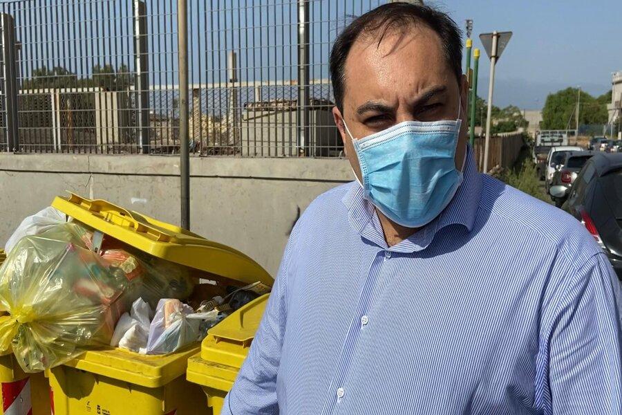 Raccolta differenziata, il sindaco Melucci sensibilizza i residenti del quartiere Tamburi