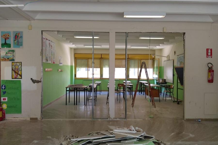 """Vianello (M5S): """"In arrivo 8071 banchi e sedie per scuole di Taranto"""""""