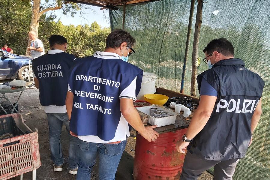 Taranto, commercio abusivo di mitili: sequestrati sei quintali di prodotto