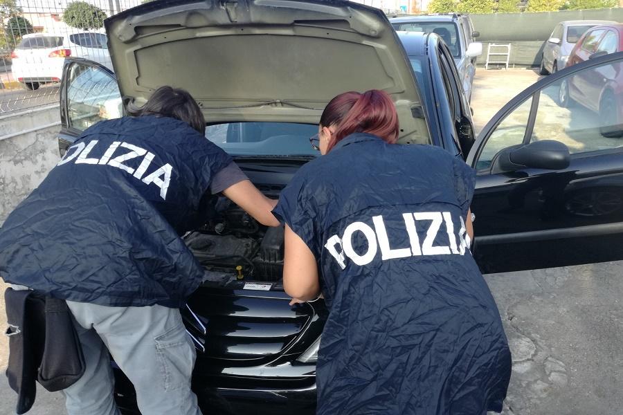 Palermo - Taranto: scoperto traffico di auto contraffatte