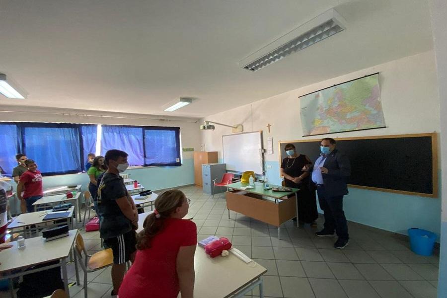 Taranto: primo giorno di scuola con il sindaco Melucci