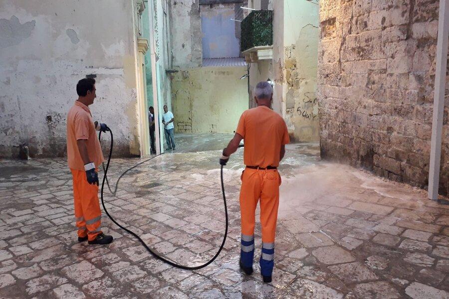 Taranto, pulizia e decoro nei vicoli di Città Vecchia e in piazza Garibaldi