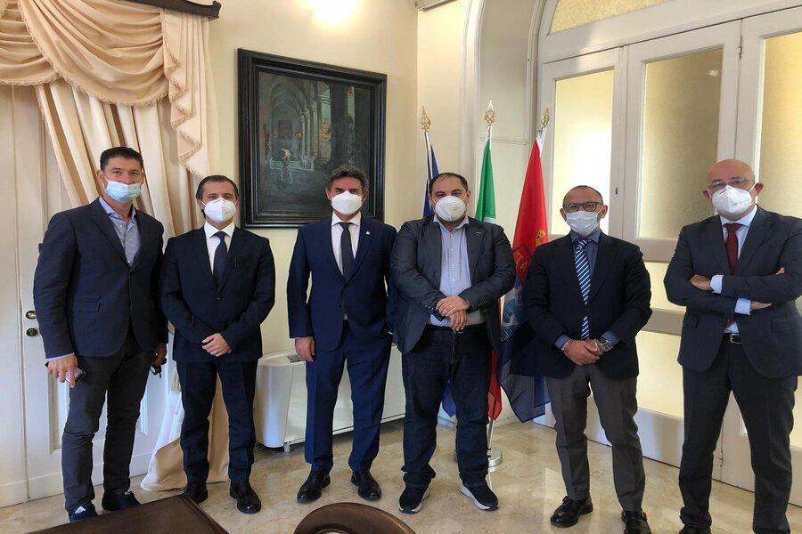 Taranto, promozione della pratica sportiva: incontro tra sindaco e questore