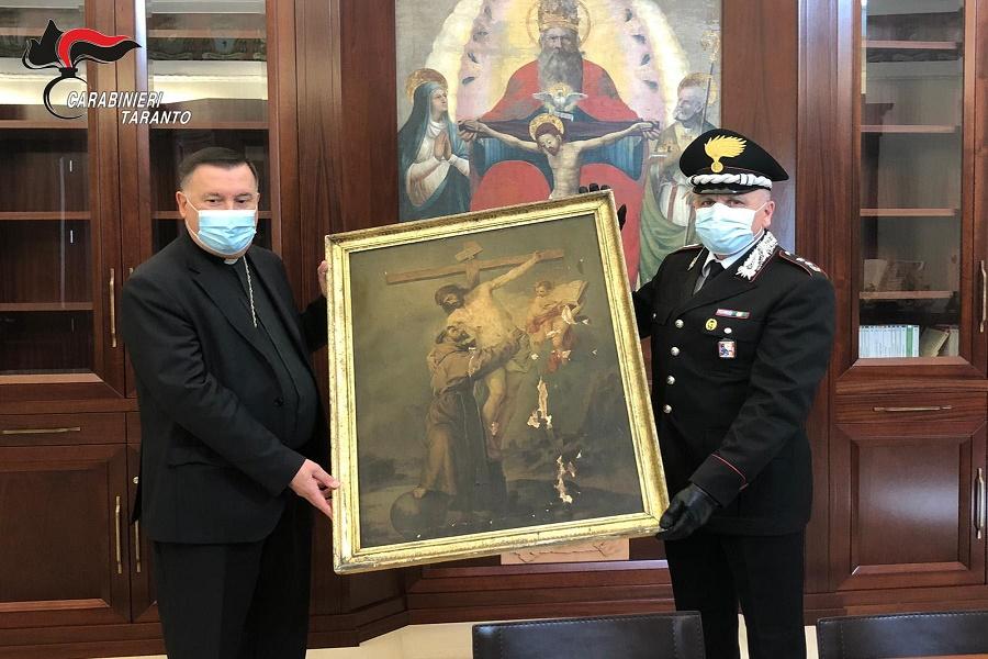 Castellaneta, restituiti oggetti sacri rubati al Vescovo