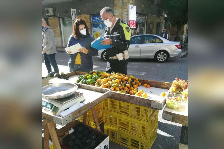 Taranto, vendita abusiva di frutta e verdura: sequestri e sanzioni