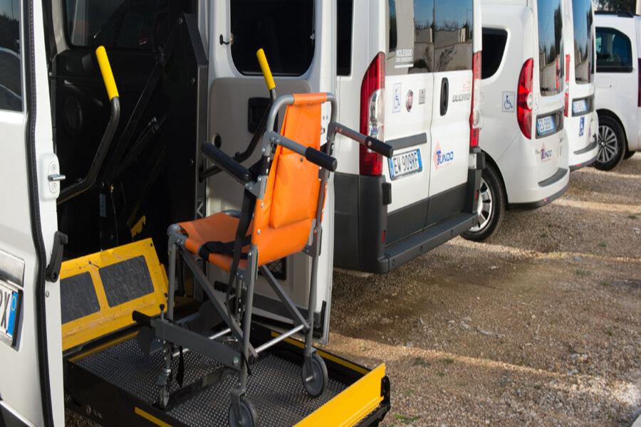 Asl Taranto, servizio trasporto disabili: i lavoratori della Tundo in protesta