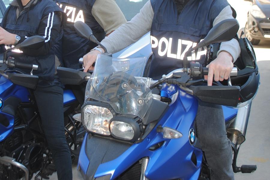 Taranto, spaccia marijuana e cocaina: arrestato 37 enne